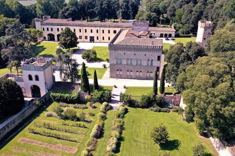Corte - Stunning ancient Castle with heated pool