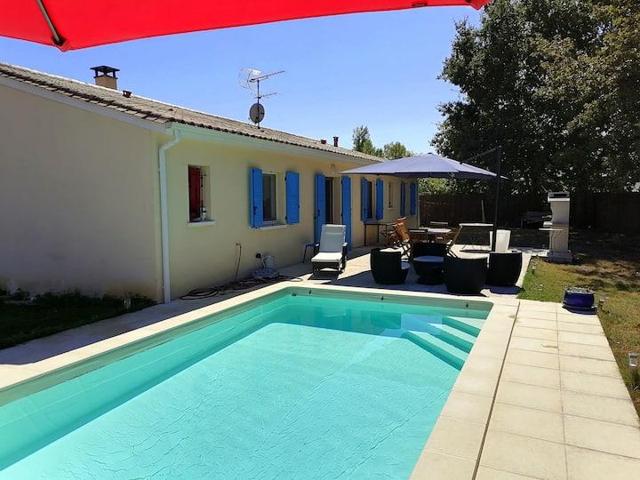 Maison climatisée de plein pied avec piscine