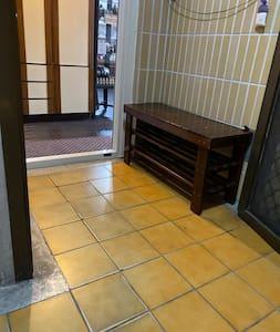房源外入口通道無台階,寬110公分