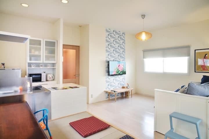 2 bedroom bright suite (50sqm)8min walk TenjinSta