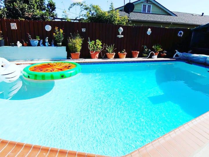 Private room, private bath, beautiful private pool