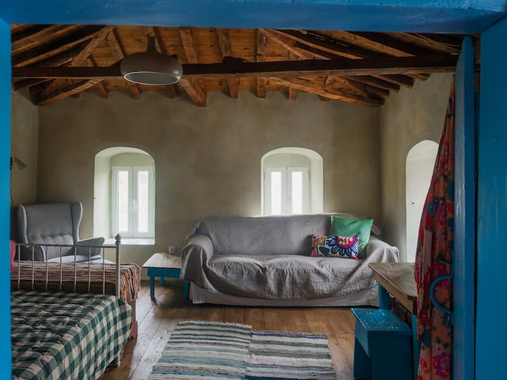 Vintage Stone-built Country Cottage in Richea
