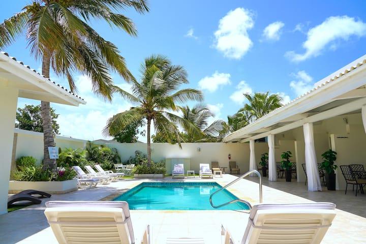 New Luxury Palm Beach Suite Across Marriott Hotel