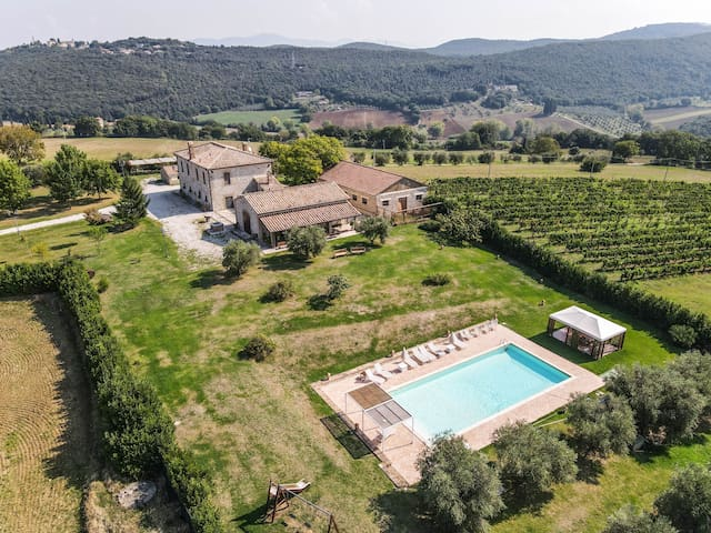 Detached villa with private pool 2km from village.