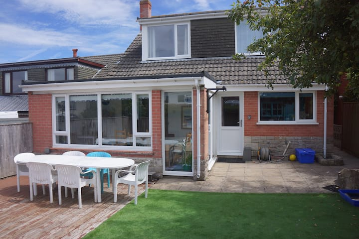 4 bed detached house in Swanage