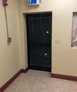 لا توجد سلالم أو درج للدخول