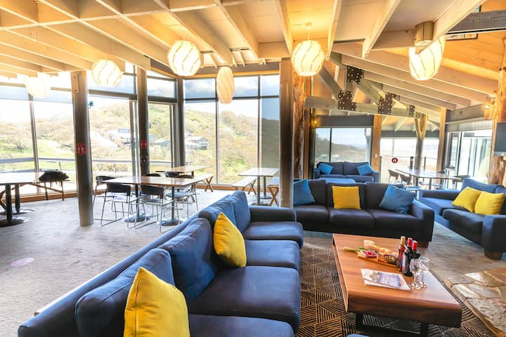 Peninsula Ski Lodge room for up to 5 people