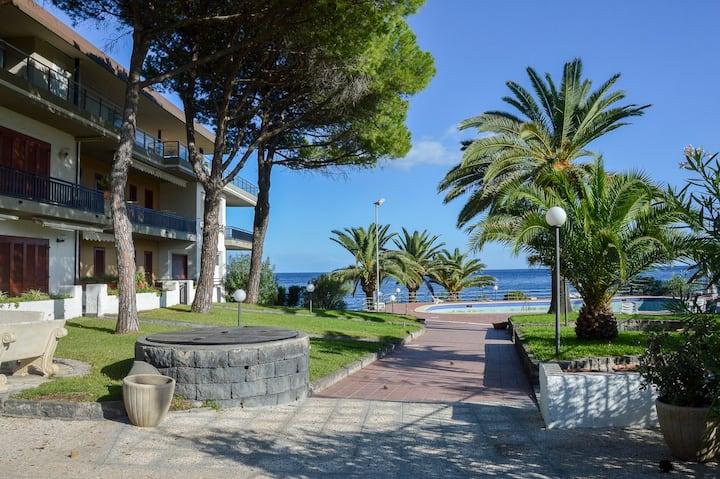 Paradise Beach Giardini Naxos Condominiums For Rent In Giardini Naxos Sicilia Italy