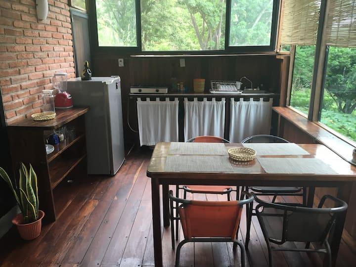Habitación triple Queen-single cocina-sala-comedor