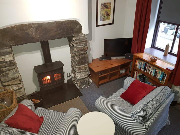 Llondy, Penmachno - Cosy Snowdonia cottage