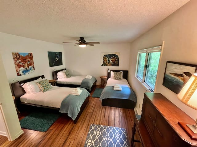 The Star Room with 3 twin beds, ensuite full bath.