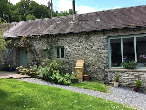Babbling Brook Cottage - Dog friendly stone barn