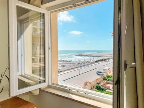 Demetra Sea Front Apartment - Free Parking & Pool