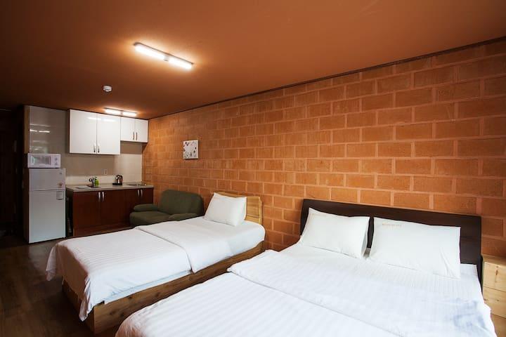 3 rooms, 3 double/3 single bed, 3 baths, Mt. Halla