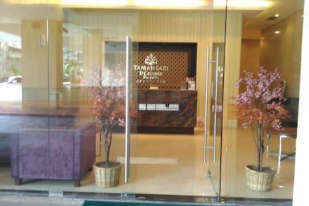 GF Lobby entrance at La Grande