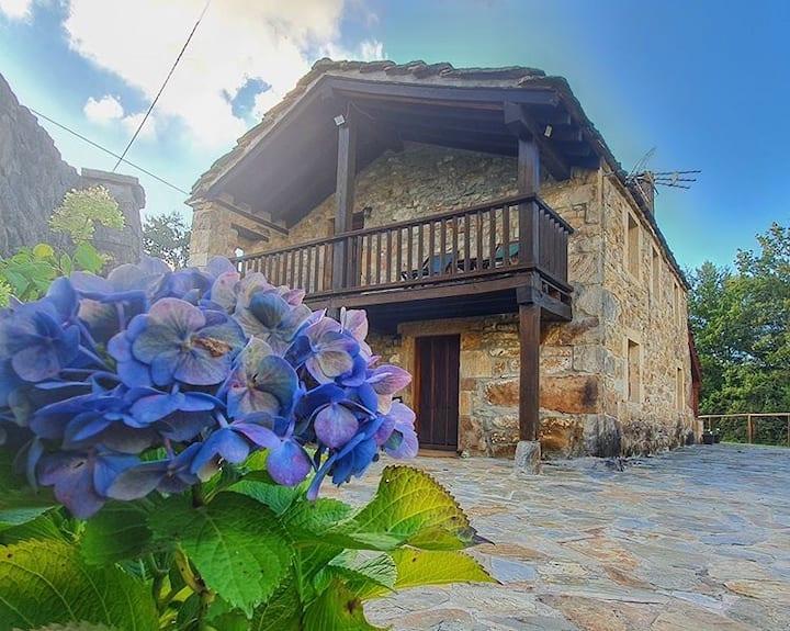 Casa con impresionante mirador de piedra y vistas