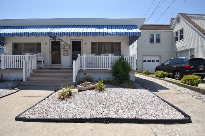 Crest house—2 blocks to beach!