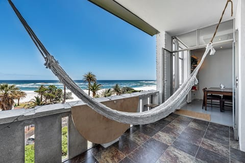 Bright, spacious apartment on Camps Bay beach!