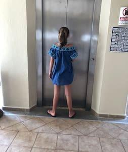Entrada totalmente libre de obstáculos para llegar a la Jr. Suite