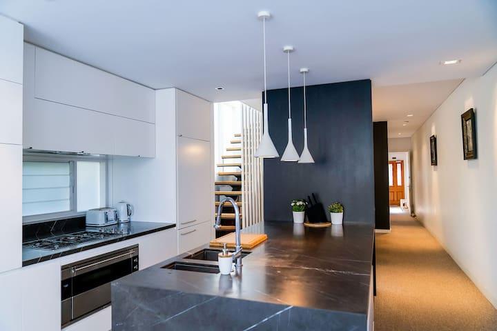 Designer 2-storey home in Bronte Beach!