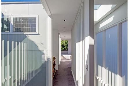 Designer 2-storey home Bronte Beach next to Bondi