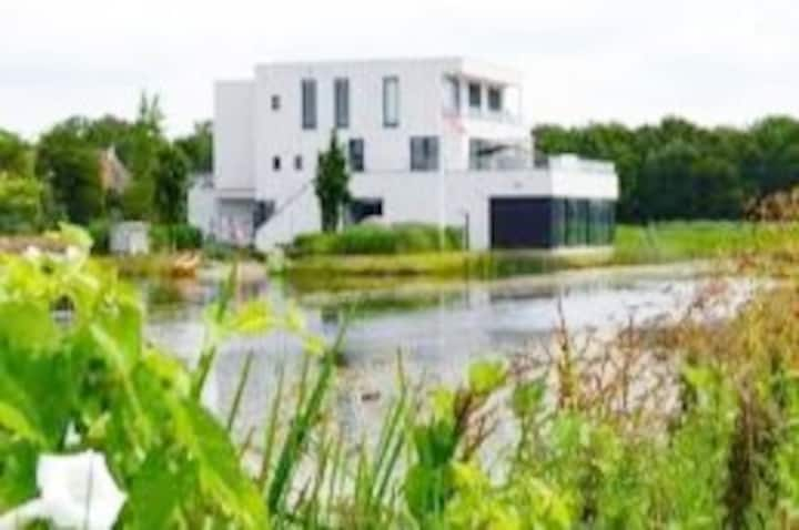 Glamourous waterside retreat Frisian lakes