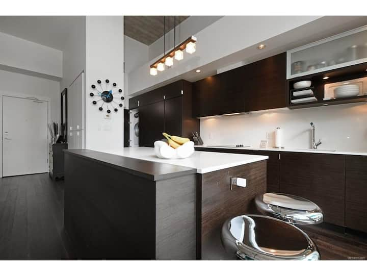 Stunning 2 bed in best building and location!!