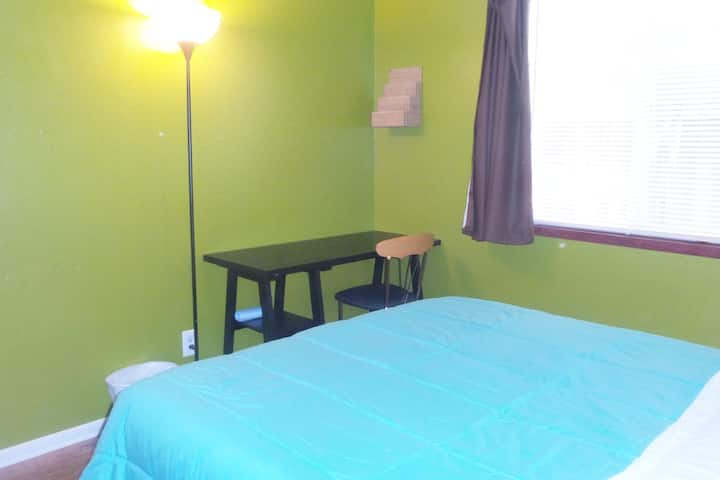 2. Close to Qualcomm UCSD,Clean,WIFI,AC,Parking