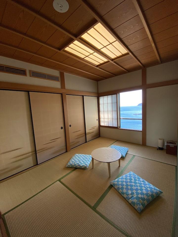 302室1人~3人、熱海駅徒歩5分、天然温泉無料、目の前に熱海城。素晴らしい眺め!