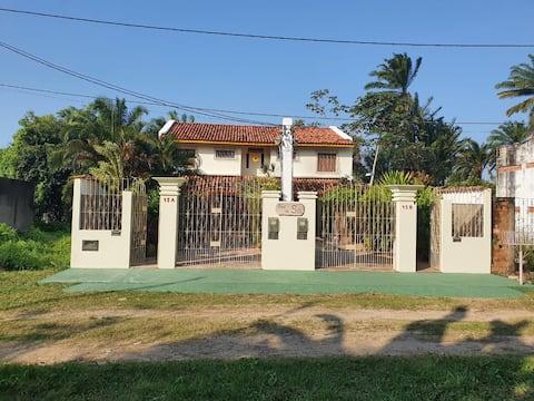Casa 3/4(B), 100m da praia, 2 pavts 3 wc's garagem