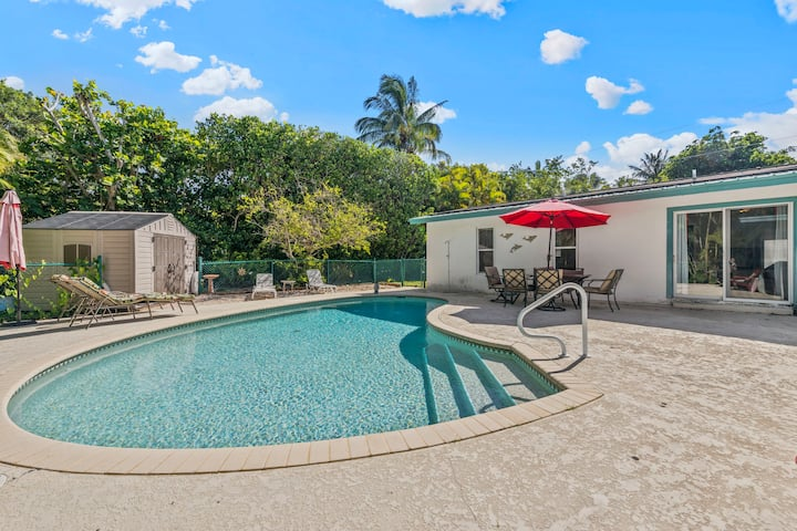 Sanibel Beach Pool House