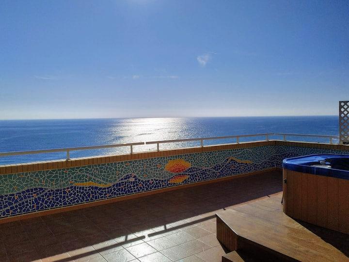 Ático con terraza en primera linea de playa
