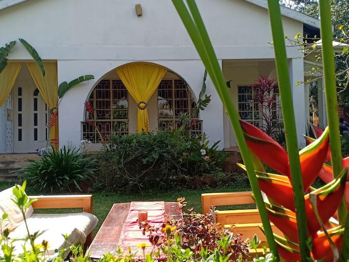 Kar Kwe at Abach Valley house