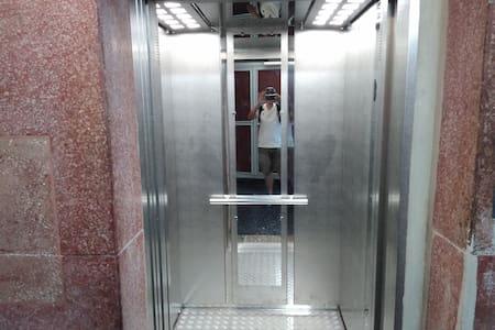 interior de elevador