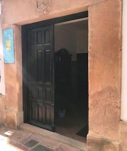 כניסה רחבה לאורחים
