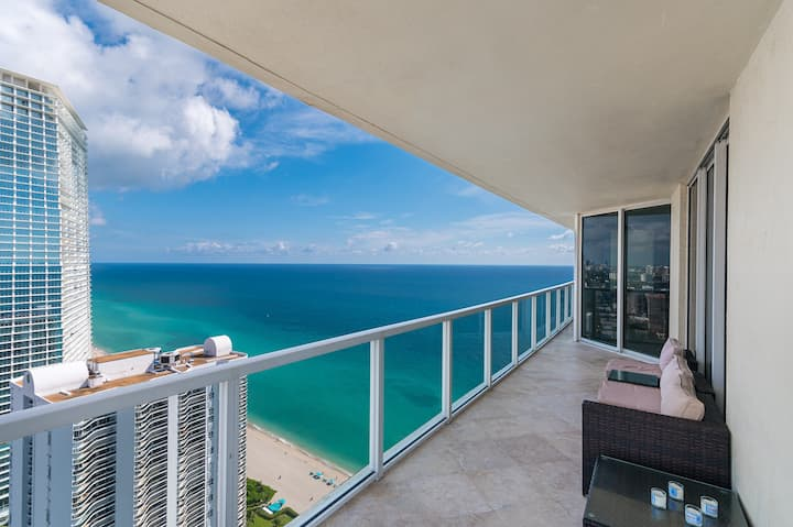 AMAZING OCEAN VIEWS! HIGH FLOOR, MODERN BEACH HOME