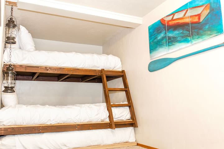 Bedroom 2 Full size bed Twin size bunk bed Twin size trundle bed