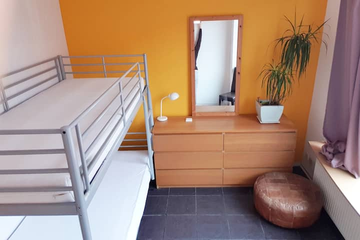 1p Room in cosy Home, close by centrum +Station