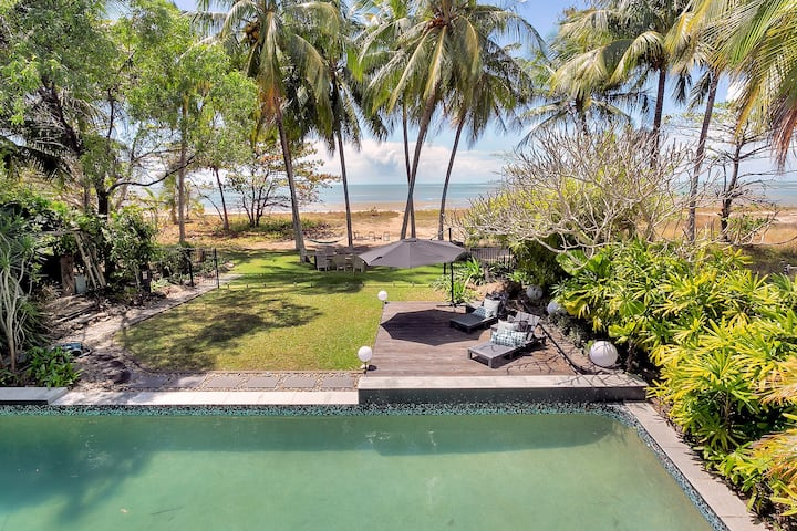Cairns Beach Retreat- Absolute Beachfront