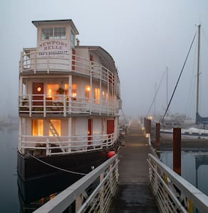 Sternwheel Riverboat B&B Cabin 5