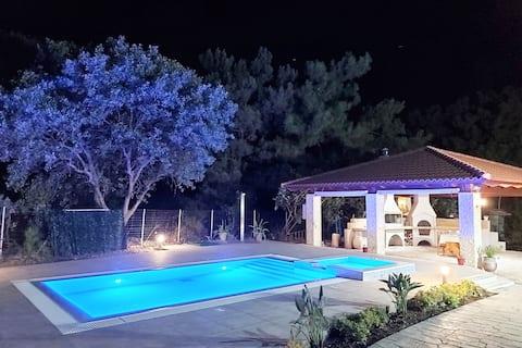 Fiore di Rodi - Private Pool, Jacuzzi and Barbecue
