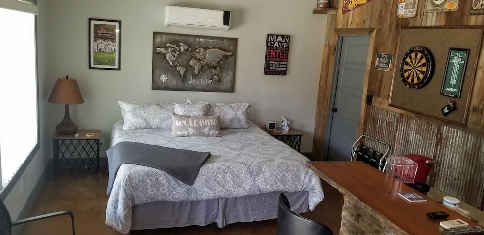 king bed with Tempur-Pedic  mattress