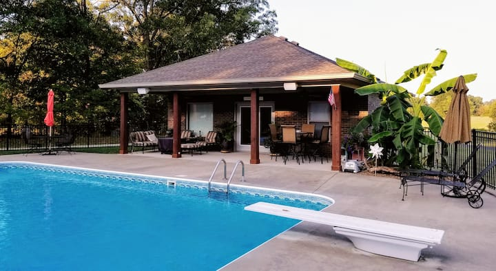 Frey's Rustic Dive / Poolhouse