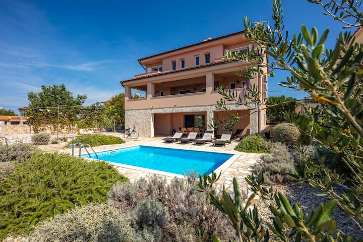 Luxury Villa  4 You