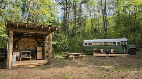 The Free to Wander Bus - A Glamping Experience