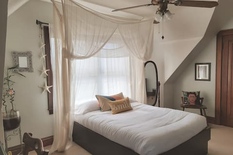 Beach Inspired Bedroom Near Airport & Down Town