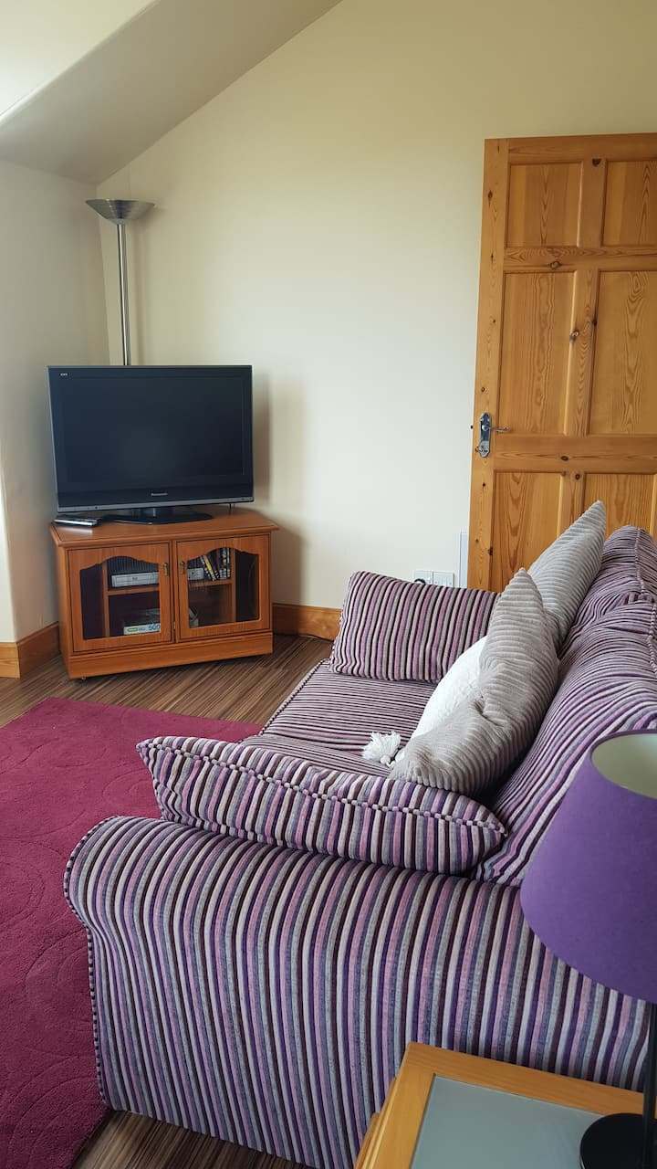 1 bedroom flat 1 mile to city centre with parking