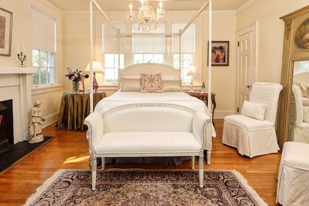 The Queen Charlotte Room