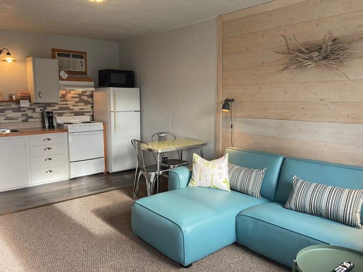 Pinewood Inn's Cozy Suites 7