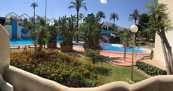 Benal Beach studio facing the gardens & Pools,wifi